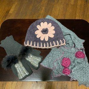 Accessories - Hat, scarf, gloves